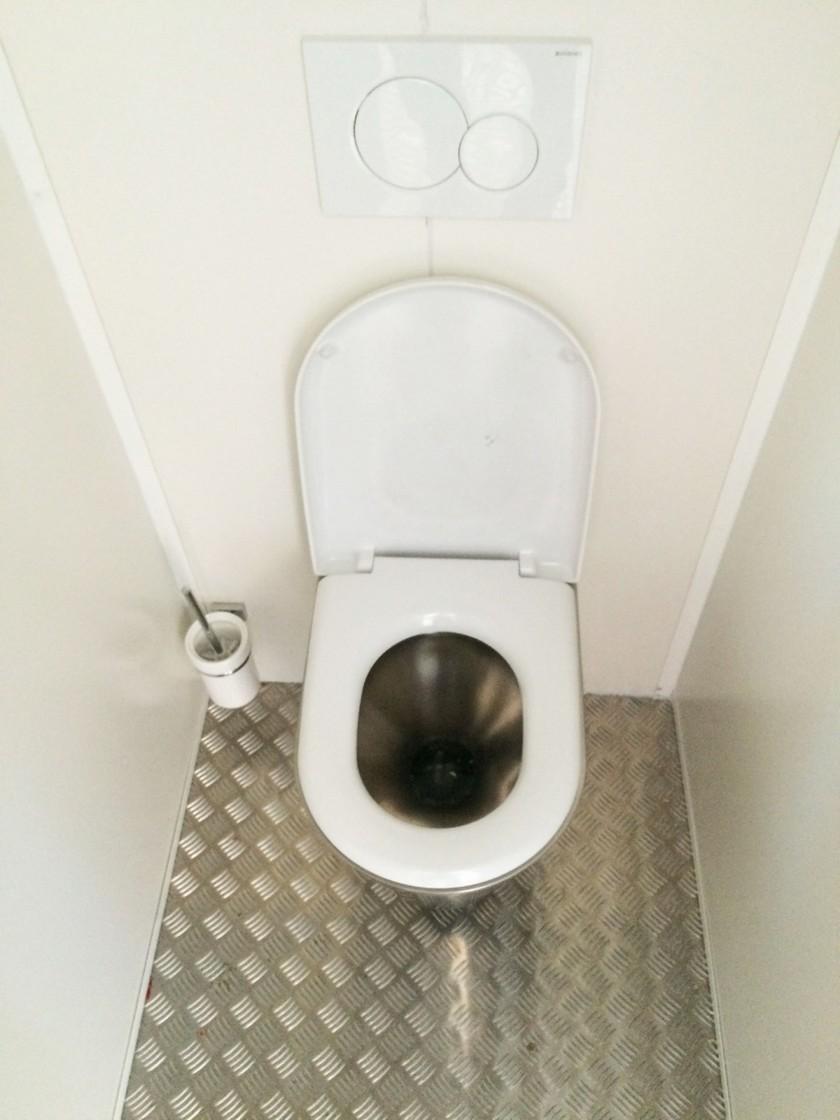 Autonomna WC kabina sa tankovima