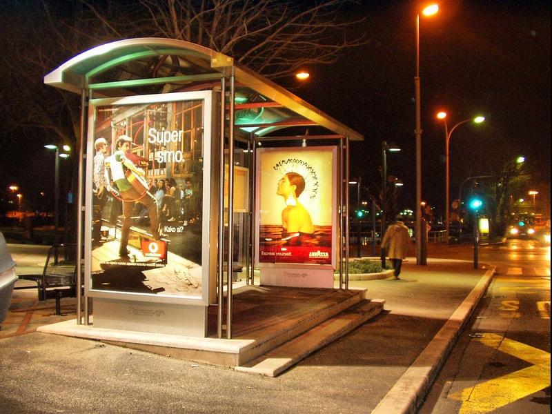 Autobuska nadstrešnica